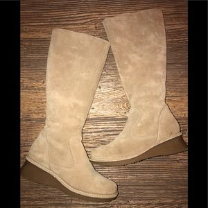 American Eagle Womens suede Boots